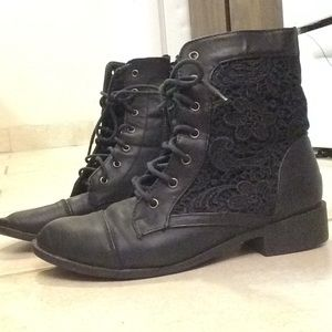 Size 6 1/2 TOP Moda ankle flat boot